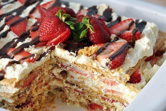 Strawberry graham cracker whip cream dessert